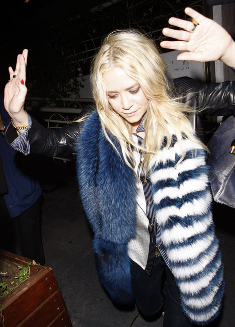 mary-kate-olsen-and-prada-fur-stole-white-and-blue-gallery