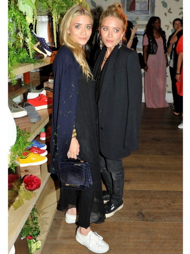 superga-2750-classic-in-black-as-seen-on-mary-kate-olsen