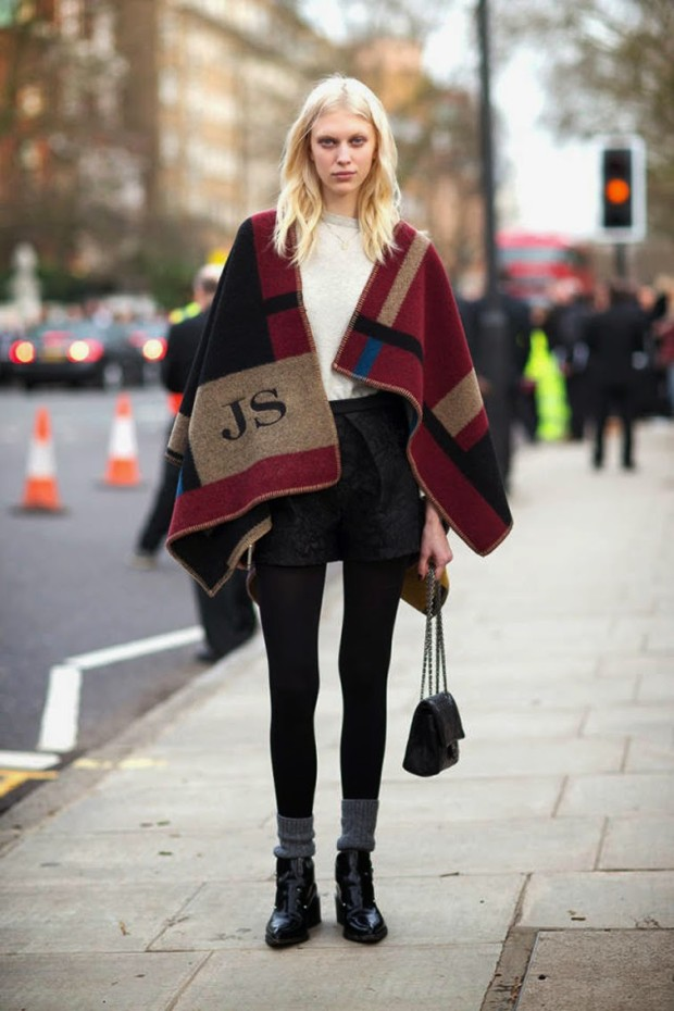 model-off-duty-street-style-burberry-fall-winter-14-monogram-blanket-cape-lfw