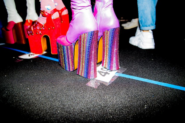 15-marc-jacobs-backstage-kevin-tachman