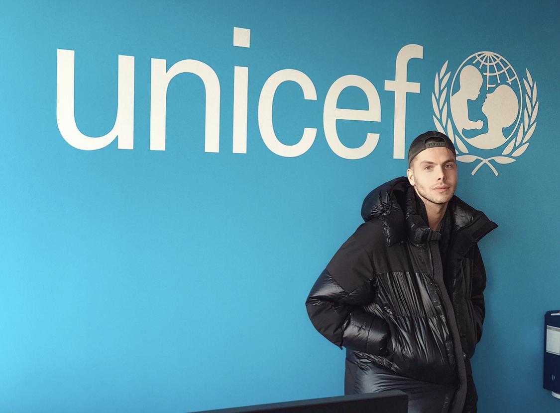 VIÐ & UNICEF ERUM ALVEG AÐ NÁLGAST MILLJÓN –