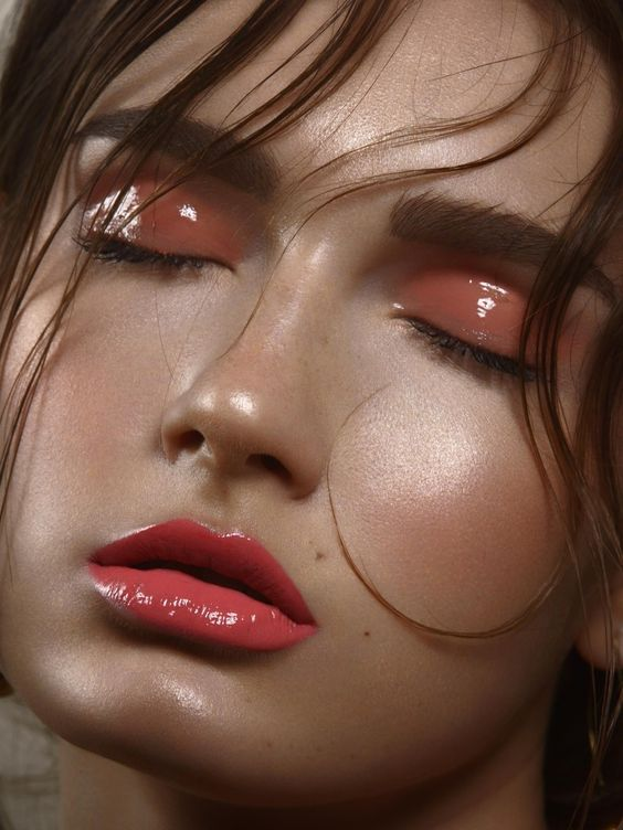 CURRENT OBSESSION – GLOSSY EYELIDS
