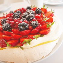 Pavlova with lime -and passioncurd