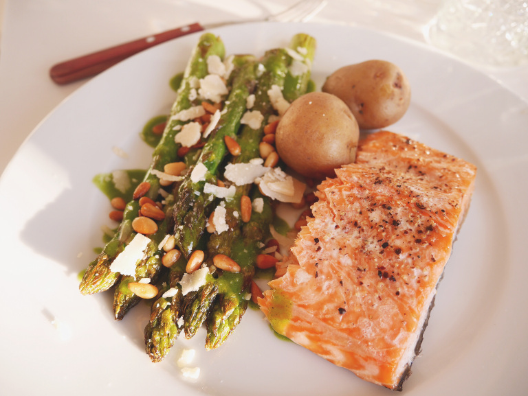 Asparagus with arugula dressing and salmon
