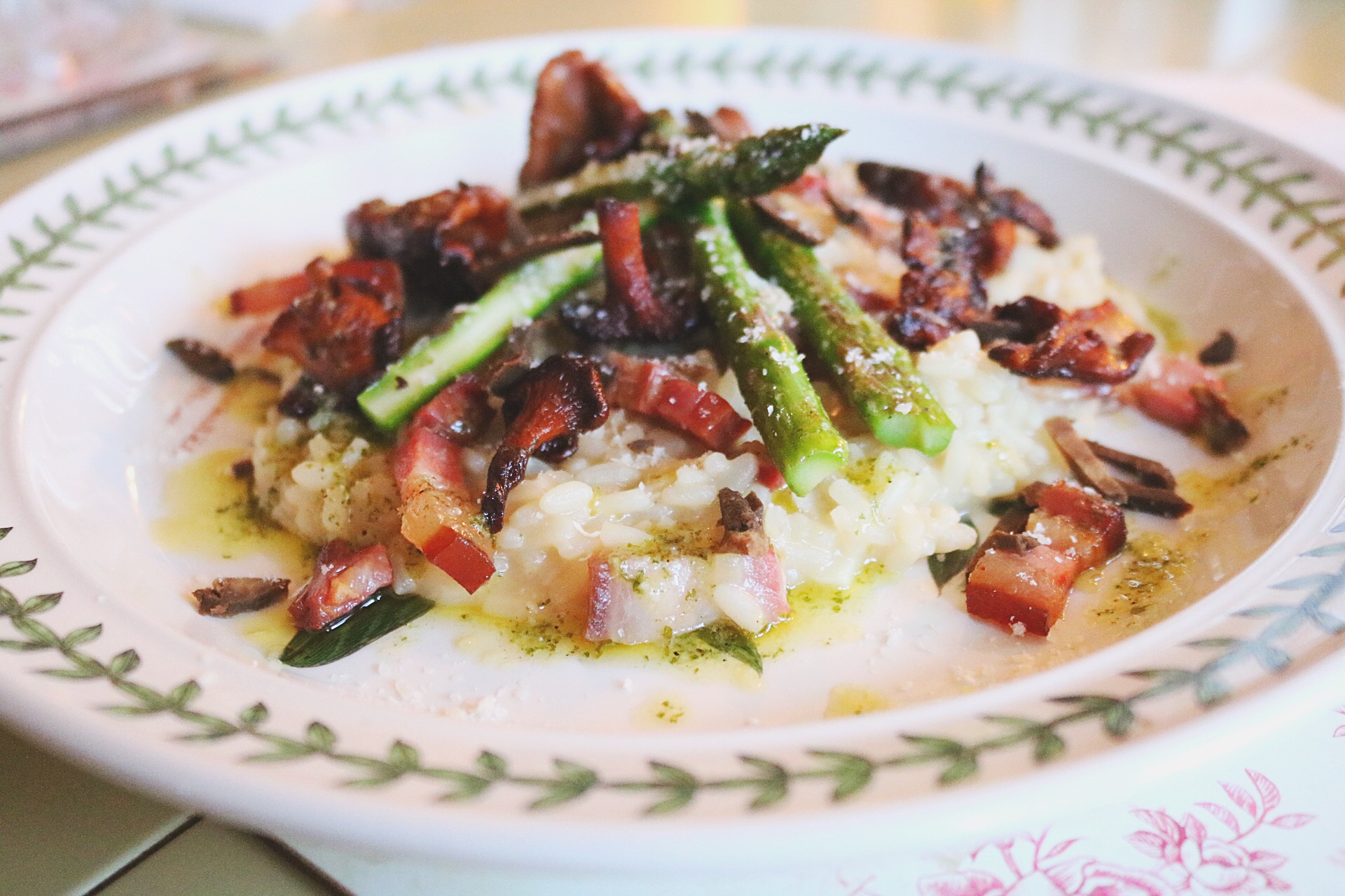 RISOTTO WITH SMOKED PORK BELLY, CHANTERELLE AND ASPARAGUS