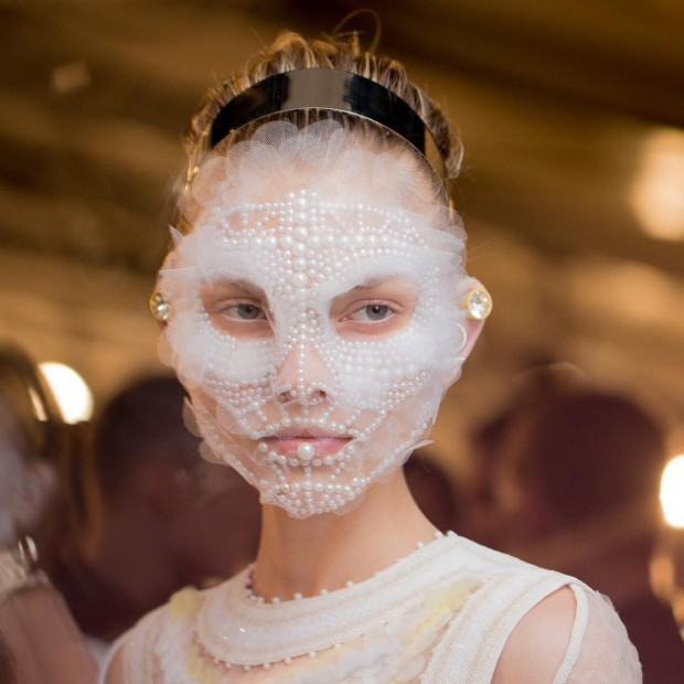 Givenchy-SS16-Couture-Backstage-Makeup-3-1024x1024