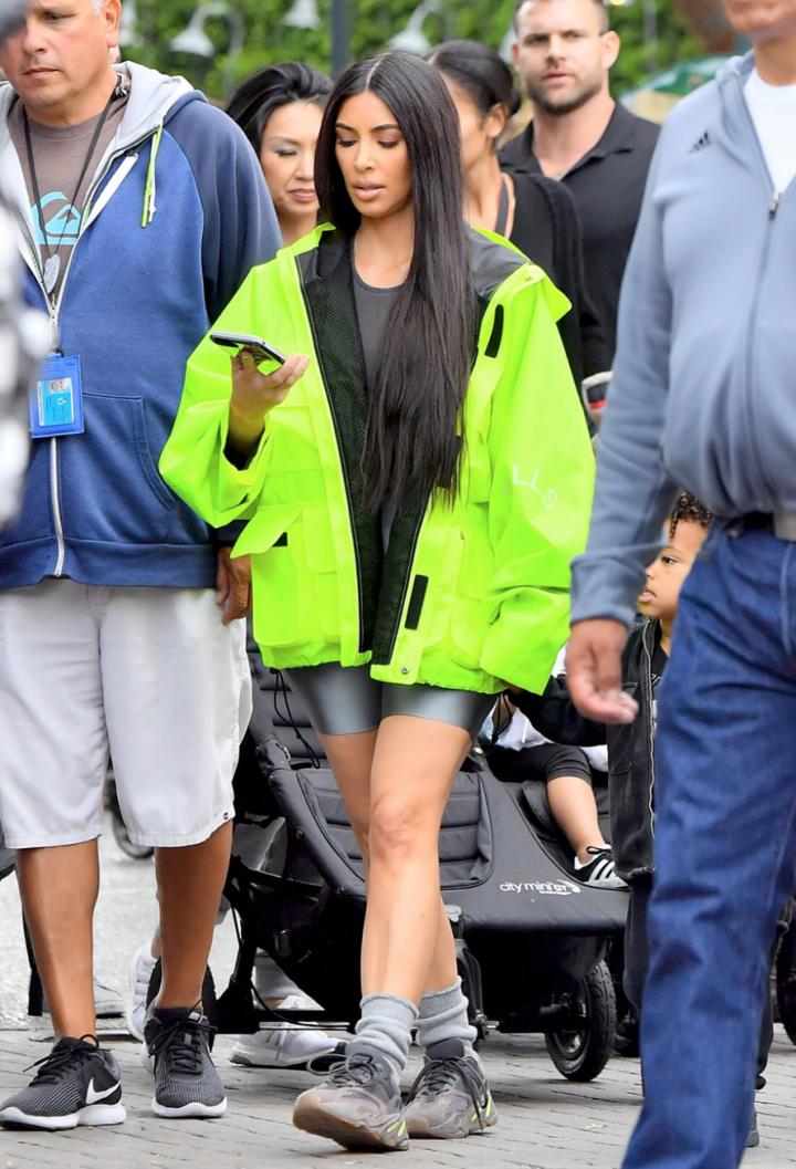 new style b415d 3949f kim-kardashian-adidas-yeezy-700 - Trendnet
