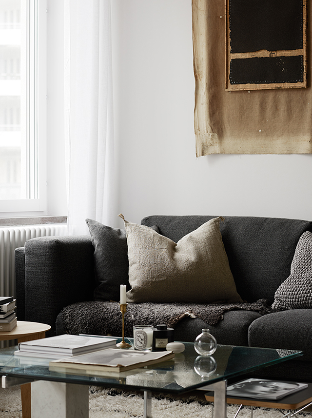 Cozy-Scandinaian-living-room.-Styled-by-Josefin-Hååg-photographed-by-Krisofer-Johnsson