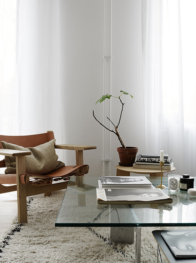 Living-room-tan-leather-Safari-chair.-Styled-by-Josefin-Hååg-photographed-by-Krisofer-Johnsson