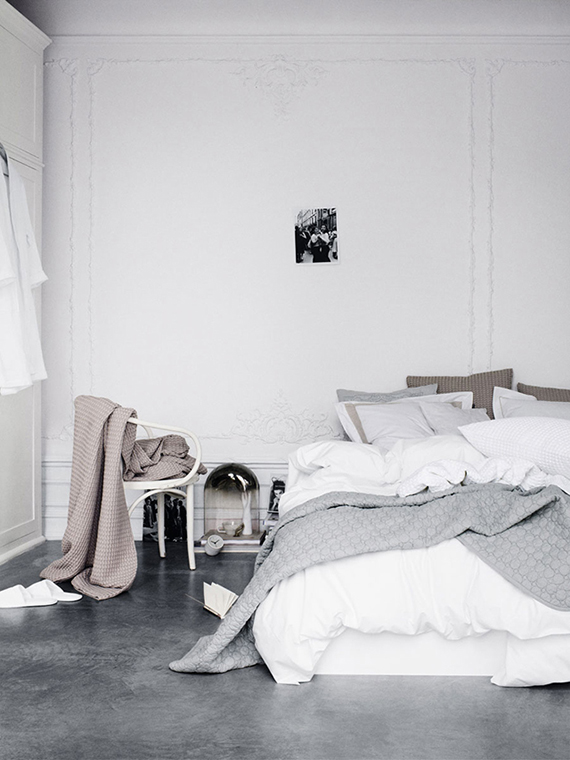 line-klein-studio-bed-on-floor-concrete-floor-scandinavian-bedroom