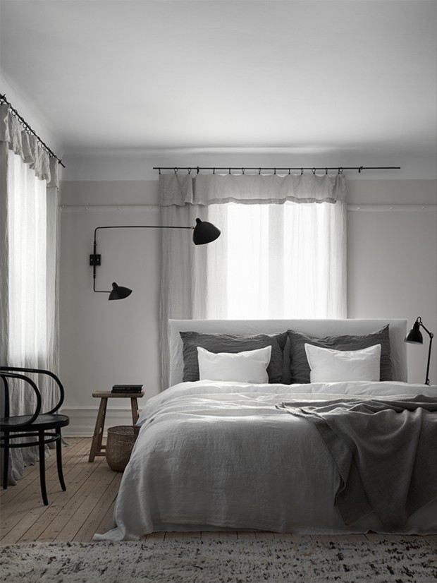 Cozy-Scandinavian-bedroom-linen-bedding-and-linen-curtains