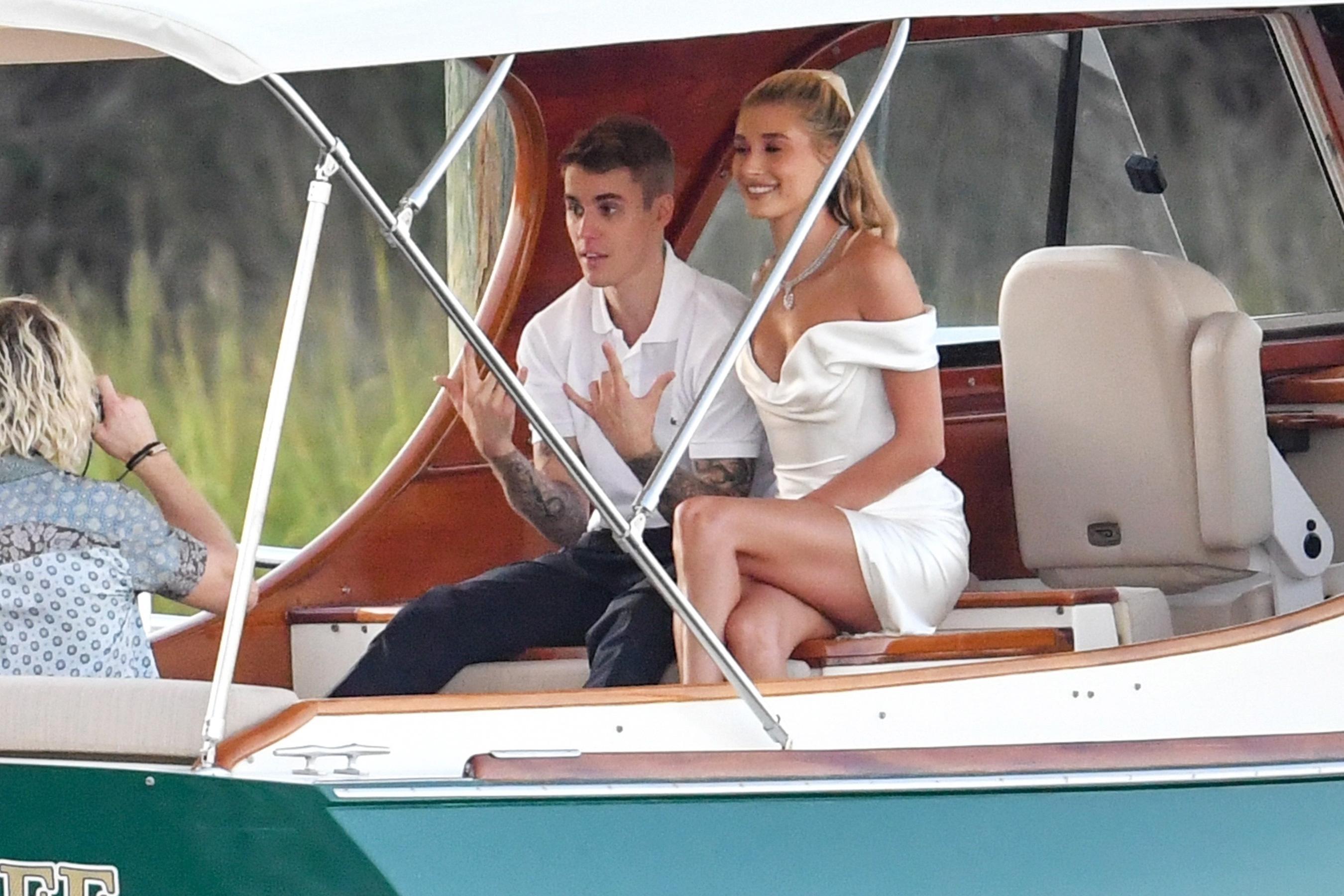 Hailey og Justin Bieber giftu sig í gær (aftur!)