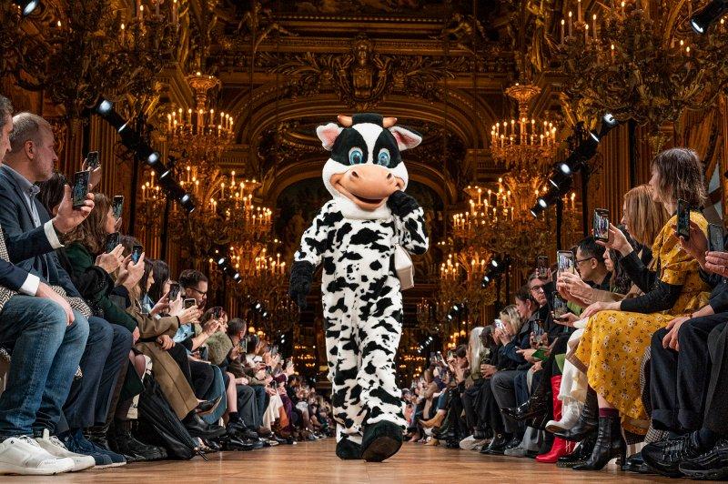 Stella McCartney skipti út ofurfyrirsætum fyrir dýr á tískupöllunum í París